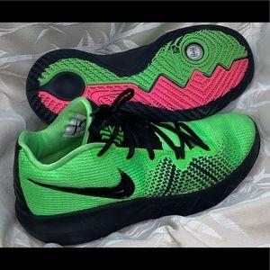 Nike Men's Kyrie Erving Flytrap Basketball Sneaker
